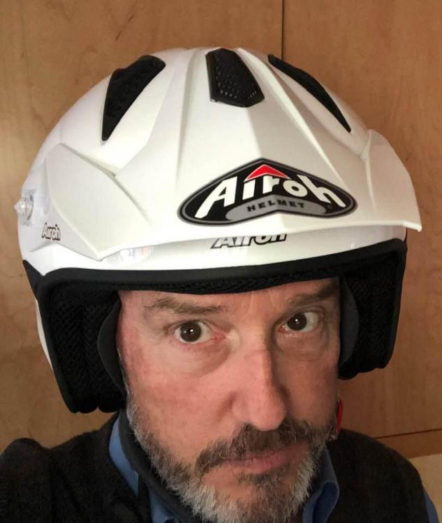 trials helmet airoh.jpg